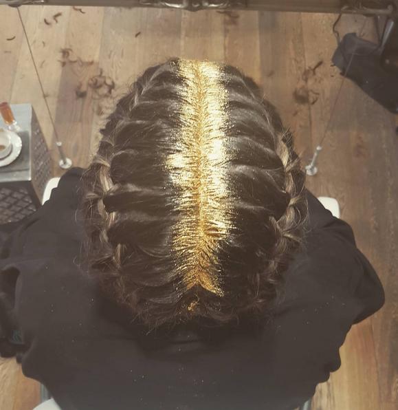 Блестки на волосах: что нового в голове у нынешних модниц?