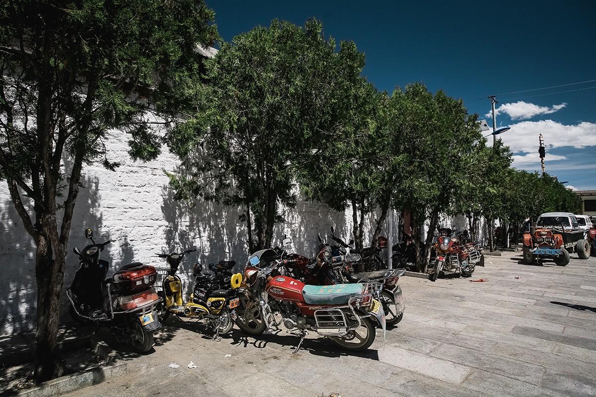 shigadze04 В поисках волшебства: Шигадзе, резиденция Панчен ламы и китайский рынок