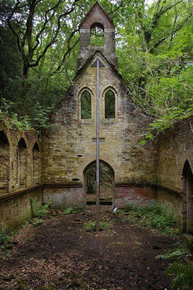 Церковь заброшенное, природа, разрушение, цивилизация