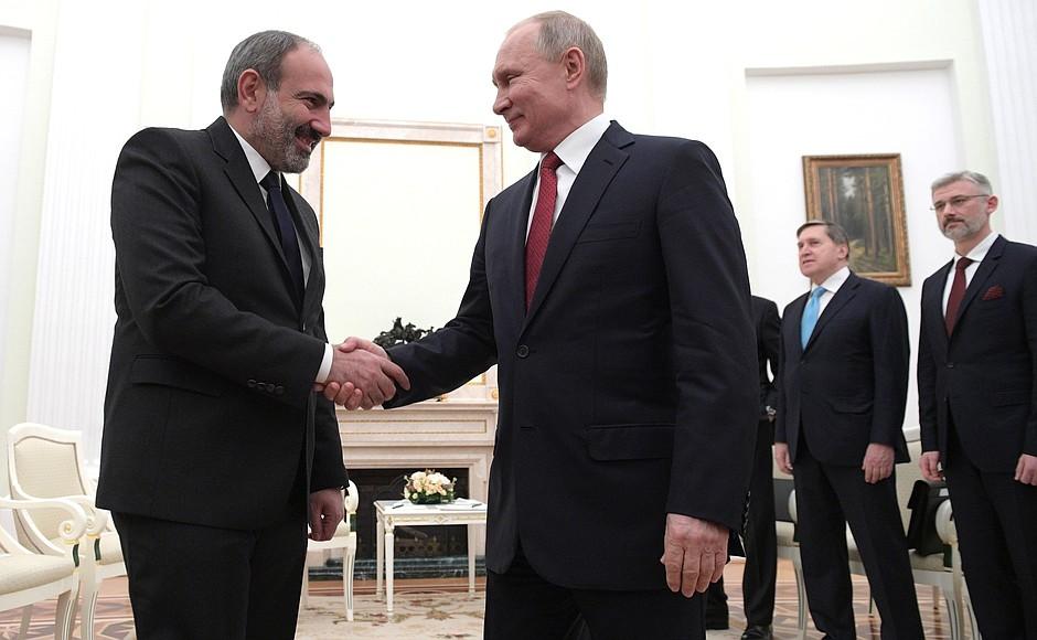 Путин провел переговоры с премьер-министром Армении