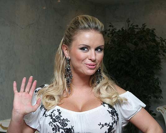 Угонщики вернули роскошную иномарку Анне Семенович
