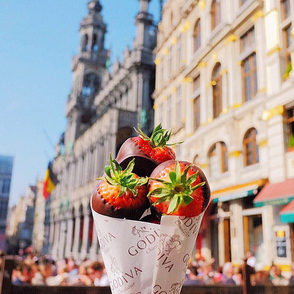 food-around-the-world-sweets-travel-girl-eat-world-36-57230290bcc1a__605