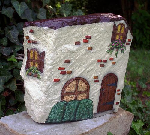 Как раскрасить домик на даче своими руками фото