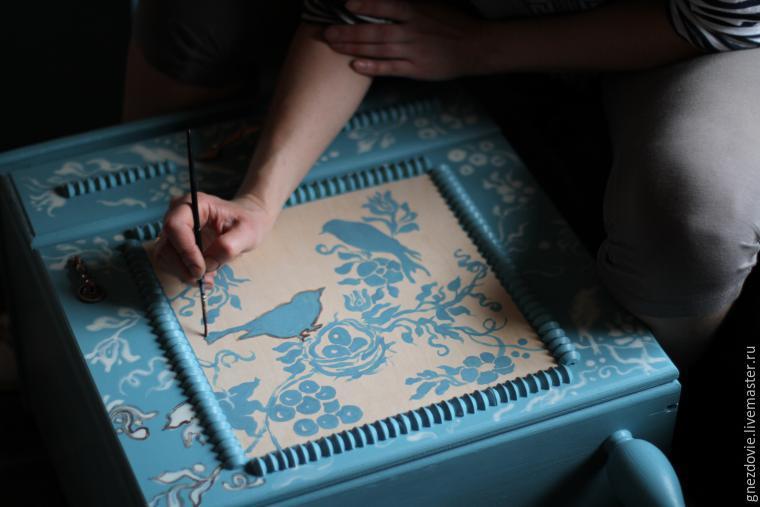 Как я расписывала тумбочки, шкаф, стол и бабушкин сундук краской по мебели