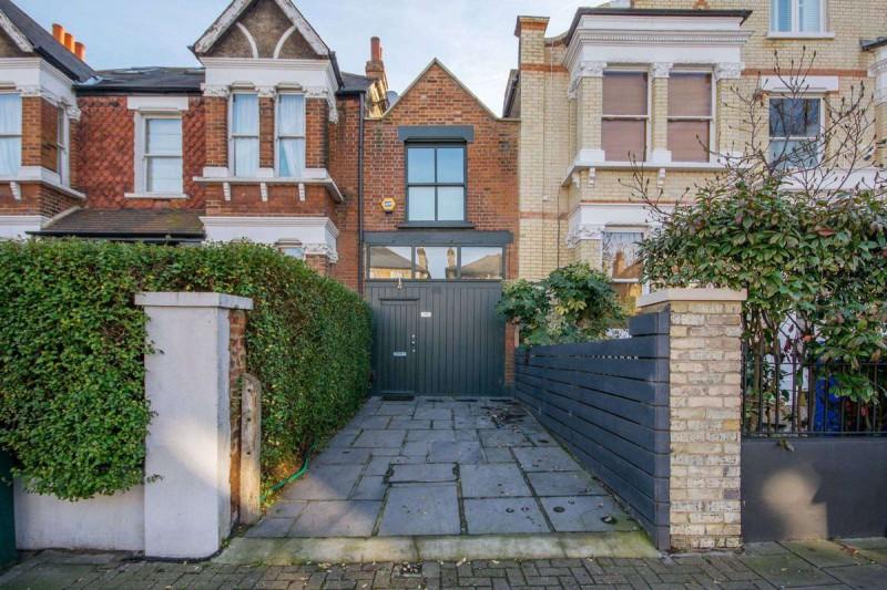 Дом шириной 3 метра и стоимостью 1,2 млн долларов в Лондоне