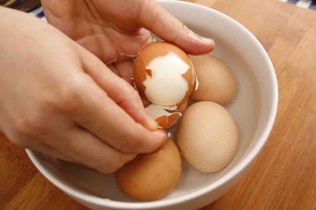 Очистка скорлупы яиц