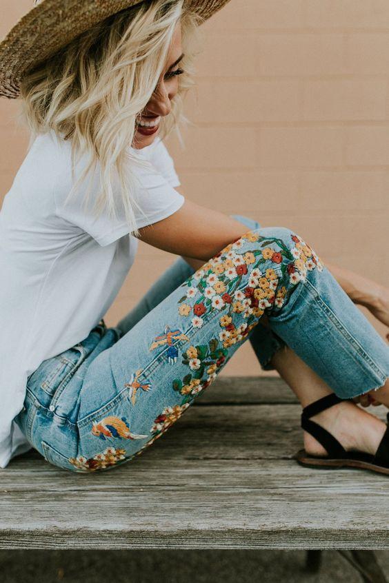 Джинсы с цветочной вышивкой — подборка идей для вдохновения