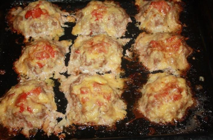 Котлеты с грибами и помидорами в духовке рецепт