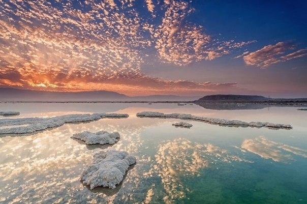 Мертвое море, один из самых удивительных водоемов планеты — курорт, лечебница и аттракцион «в одном флаконе».