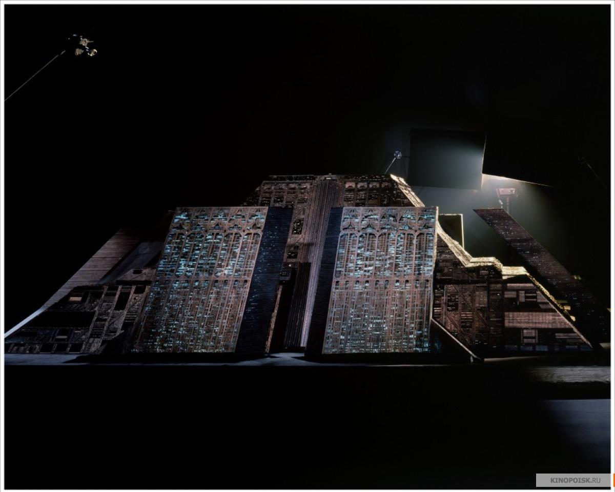 """Подборка фотографий со съемок мрачной  киберпанк симфонии  """"Бегущий по лезвию""""."""