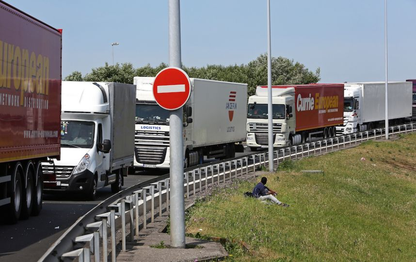 Водители фур устроили забастовку на трассе Москва—Крым