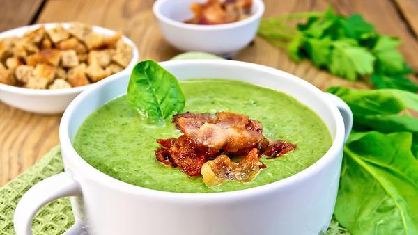 Витаминный суп из шпината и чечевицы: рецепт от Юлии Высоцкой