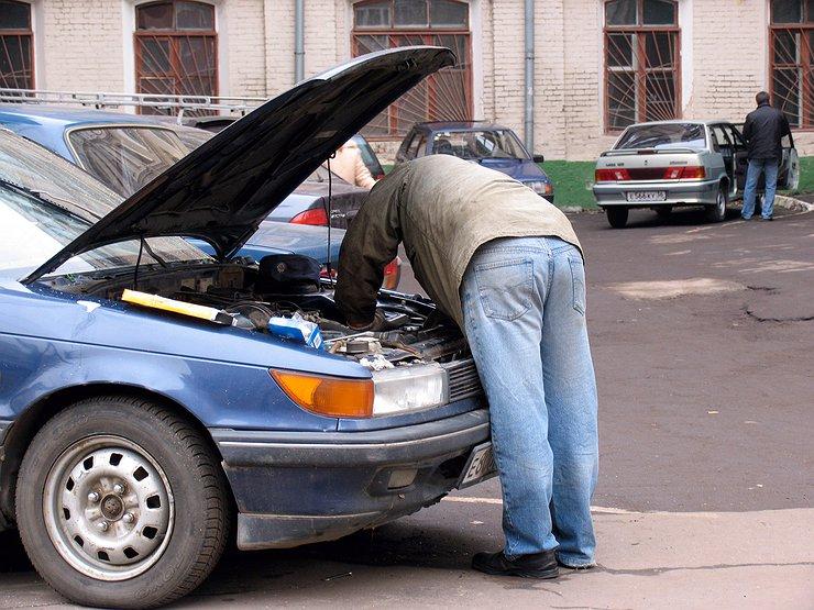 Кризис заставил россиян не мыть машины и чинить их самостоятельно