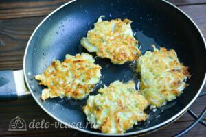 Капустные котлеты с плавленым сыром: фото к шагу 6
