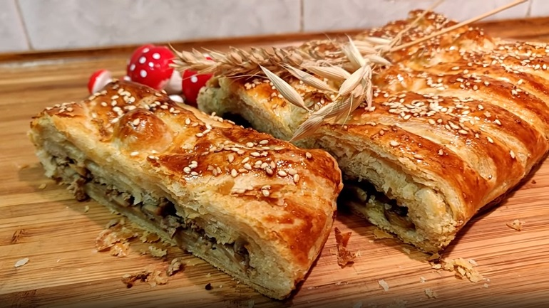 Слоеный пирог-косичка с грибами: универсальное тесто на пиве