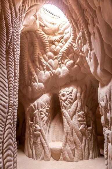 Парень потратил 25 лет своей жизни, чтобы превратить пещеру в произведение искусства