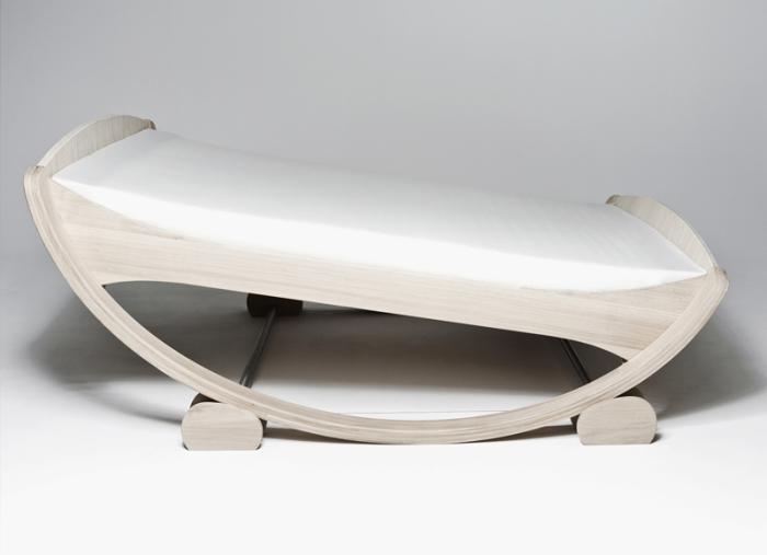 Кровать-качалка от Manuel Kloker.