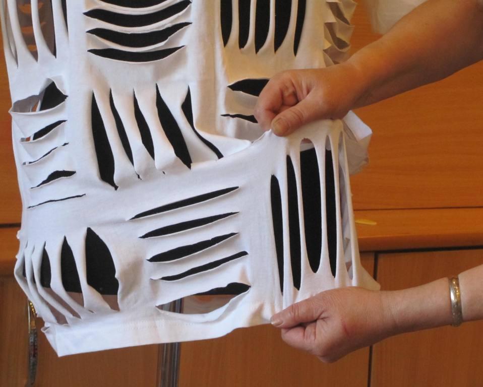 Как красиво порезать футболку своими руками 73