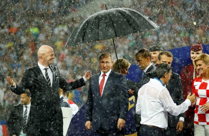 Зонт Путина и люди с совестью крокодила