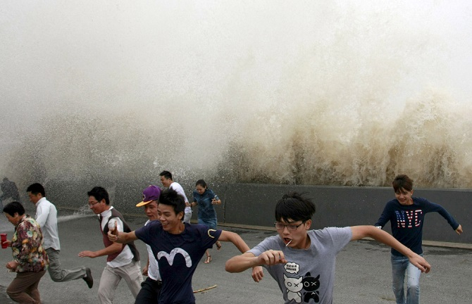 Экстремалы против приливной волны