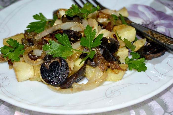 Осеннее меню: кабачки тушенные с лесными грибами