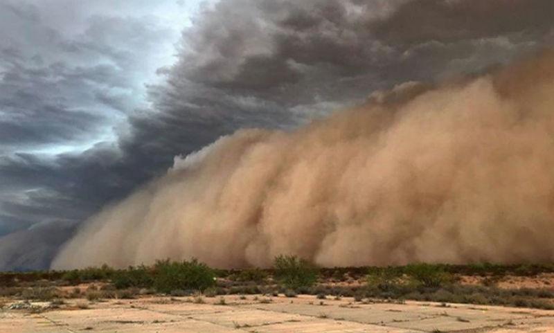 Апокалипсис из песка и пыли: фотограф заснял, как песчаная буря накрыла Аризону