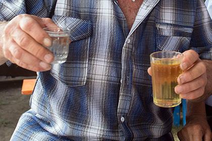 Белорусский таксист три дня пил водку рядом с разлагающимся трупом собутыльника