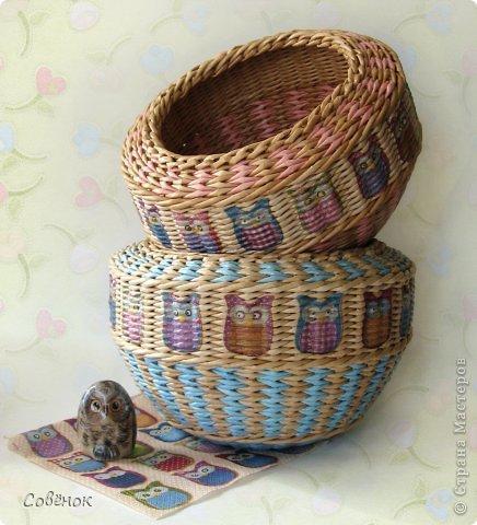 Плетеная корзина их газетных трубочек