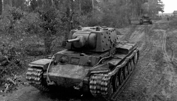 Как один подбитый КВ утянул на базу два немецких танка