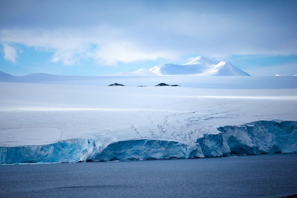 Цветная Антарктида в фотографиях Гастона Лакомбо