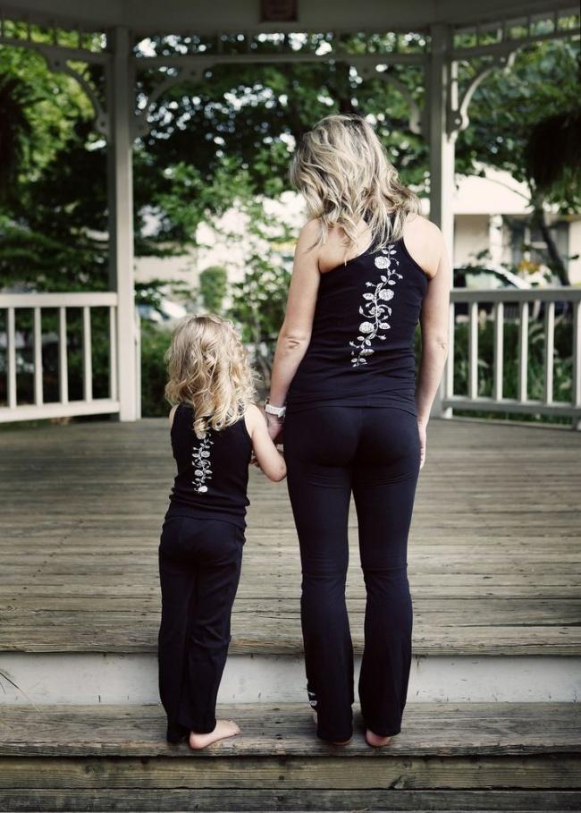 Дочки на этих фотографиях — вылитые мамы. И наоборот