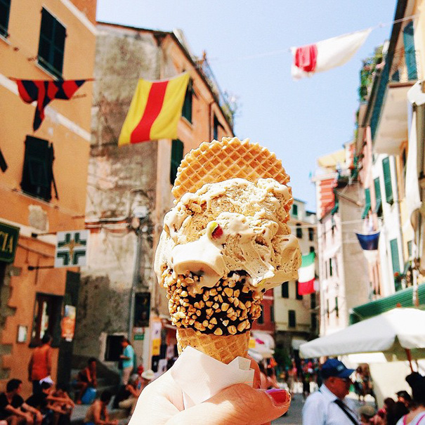 food-around-the-world-sweets-travel-girl-eat-world-27-5723027d6d68a__605