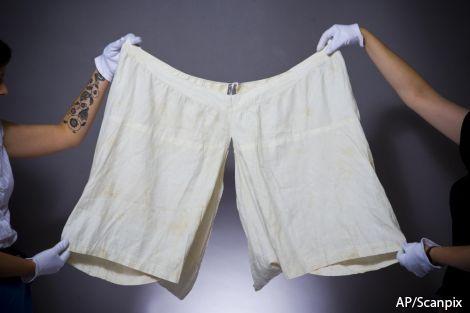 Панталоны королевы Виктории проданы в Великобритании с аукциона