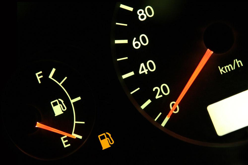 Увеличивается ли расход топлива от частого перезапуска двигателя?