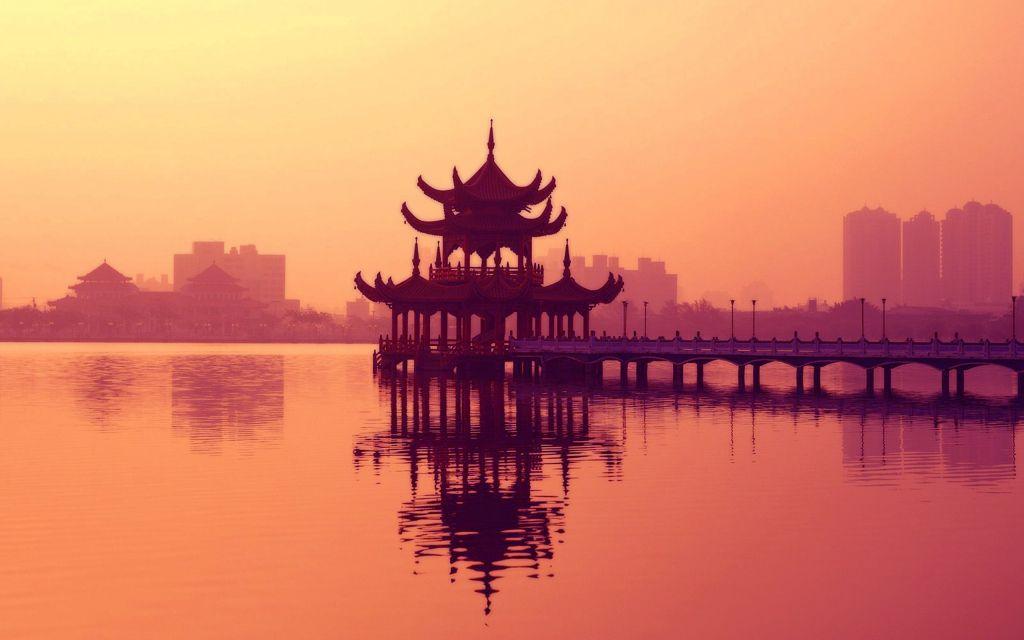Новые «старые» города, исторические памятники-новострои, традиционная медицина и две загадки Китая
