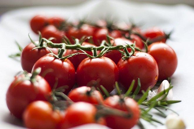 Аппетитные помидоры в ореховом маринаде