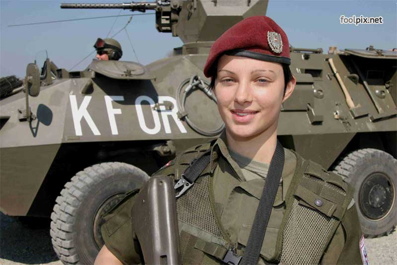 Девушки на службе в армии фото 9