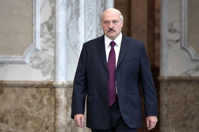 Лукашенко обвинил фирмы РФ в поставках санкционных товаров через Белоруссию