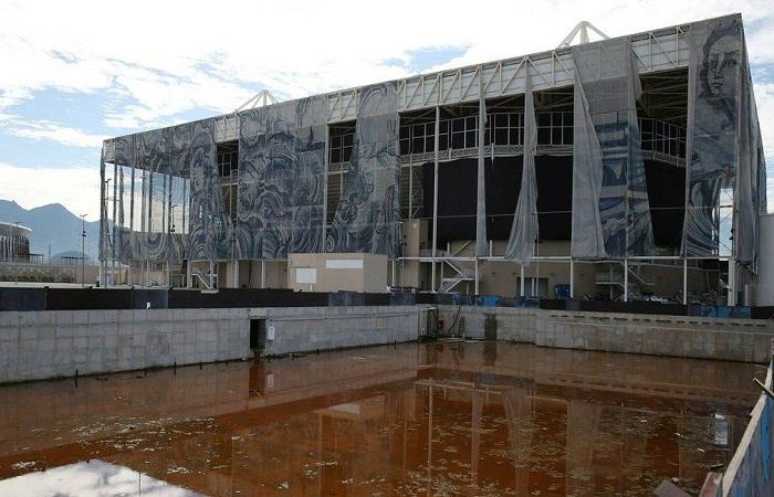 Полный упадок и разруха на стадионе для водных видов спорта (Рио-де-Жанейро).