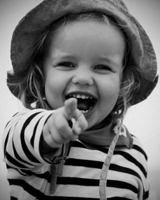 Очень позитивная малышка.