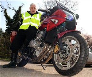 Редж Скотт на мотоцикле Honda CBF600