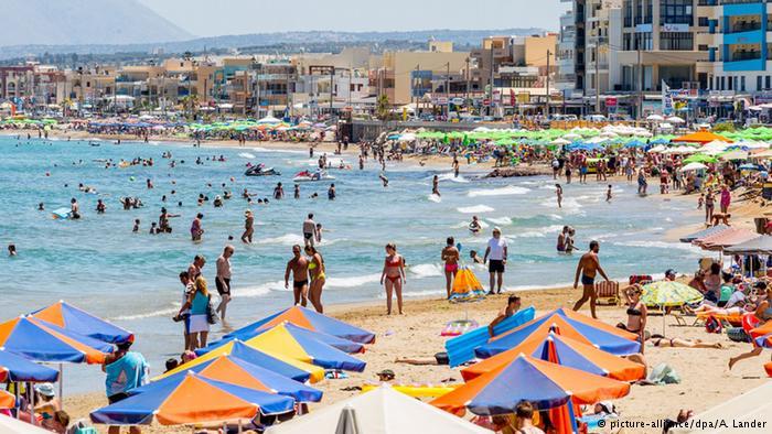 Жесткая экономия и отказ от заграницы: как живет российский турист