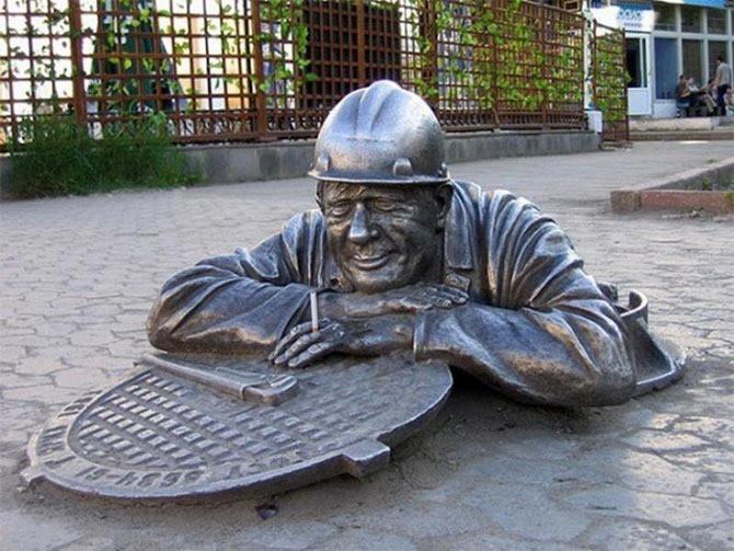 Памятник сантехнику в Омске интересное, памятники