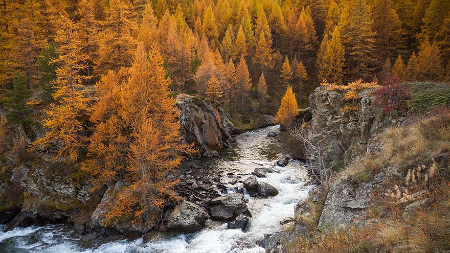 Долина в Альпах, которая выглядит потрясающе в сентябре