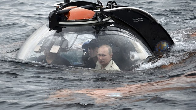 Путин в батискафе напомнил Западу бондовского злодея