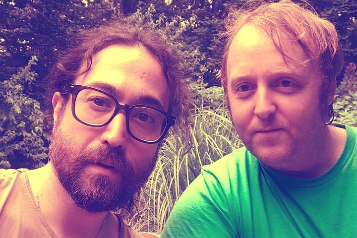 «Ку-ку!»: Сыновья Леннона и МакКартни сделали селфи и это похоже на The Beatles
