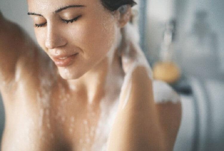 Как правильно принимать душ, чтобы кожа была чистой, а волосы – сияющими