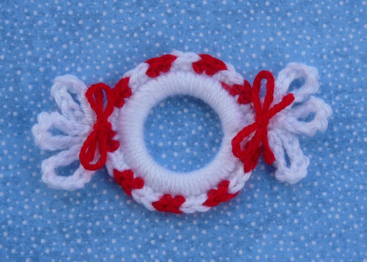 Whiskers & Wool: Peppermint Candy Ring Ornament
