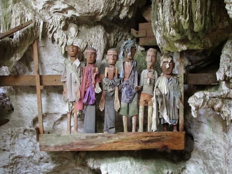 Живой дом для мёртвых детей: странные погребальные традиции Индонезии