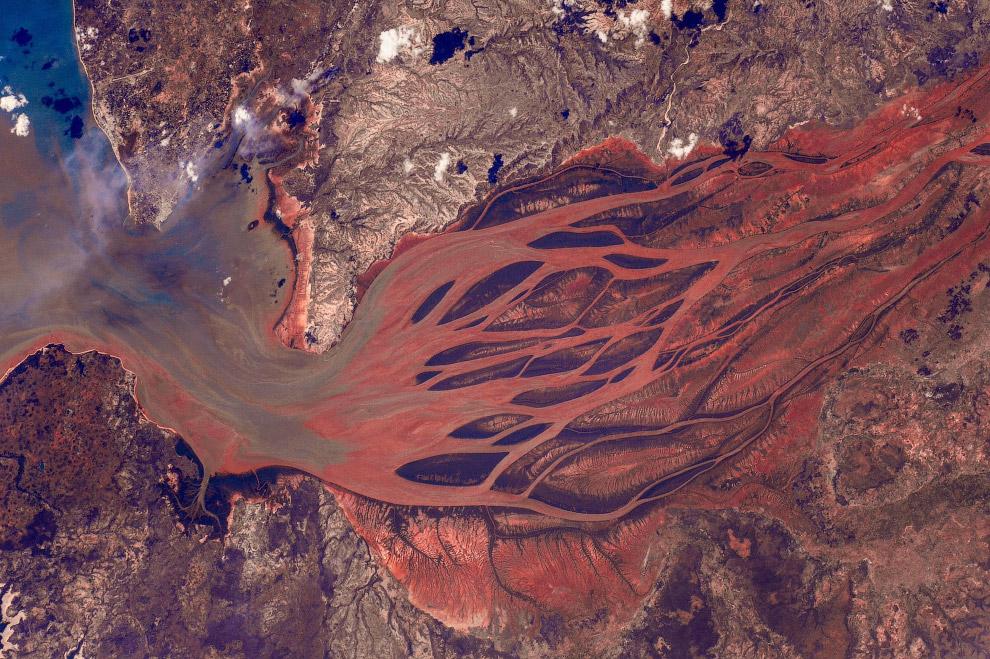Бецибука является крупнейшей рекой «большого красного острова» Мадагаскар.